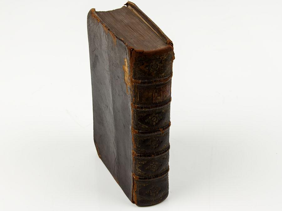 1729 traite de l 39 ame et du contentement de l 39 esprit by p moulin parade antiques shop for. Black Bedroom Furniture Sets. Home Design Ideas