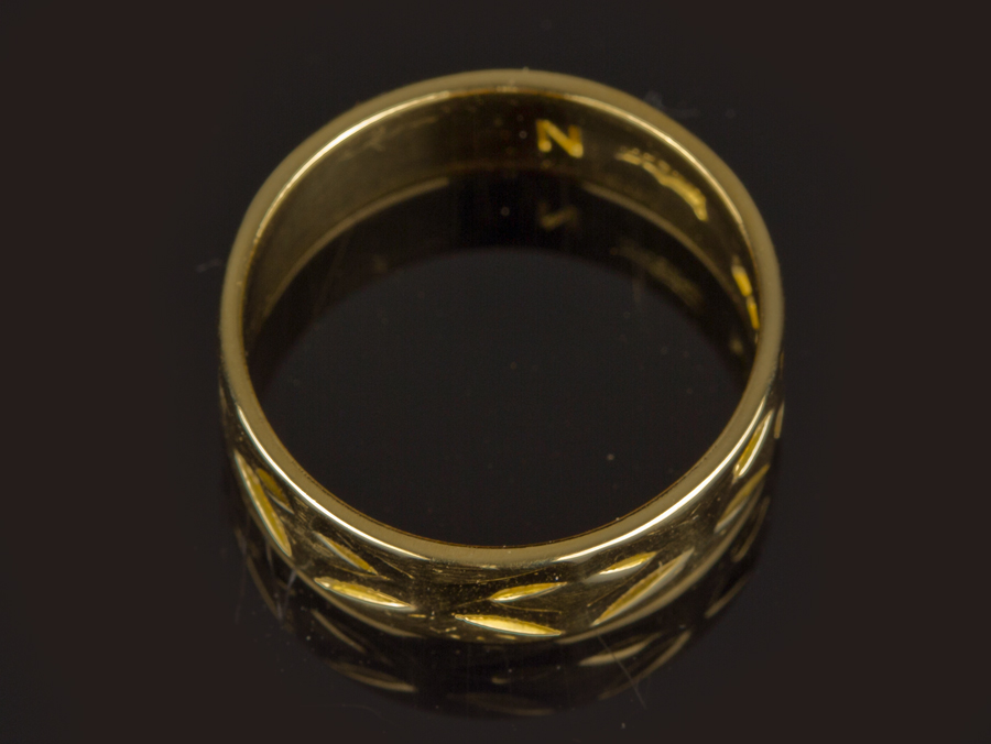 22 carat gold faceted wedding band parade antiques shop