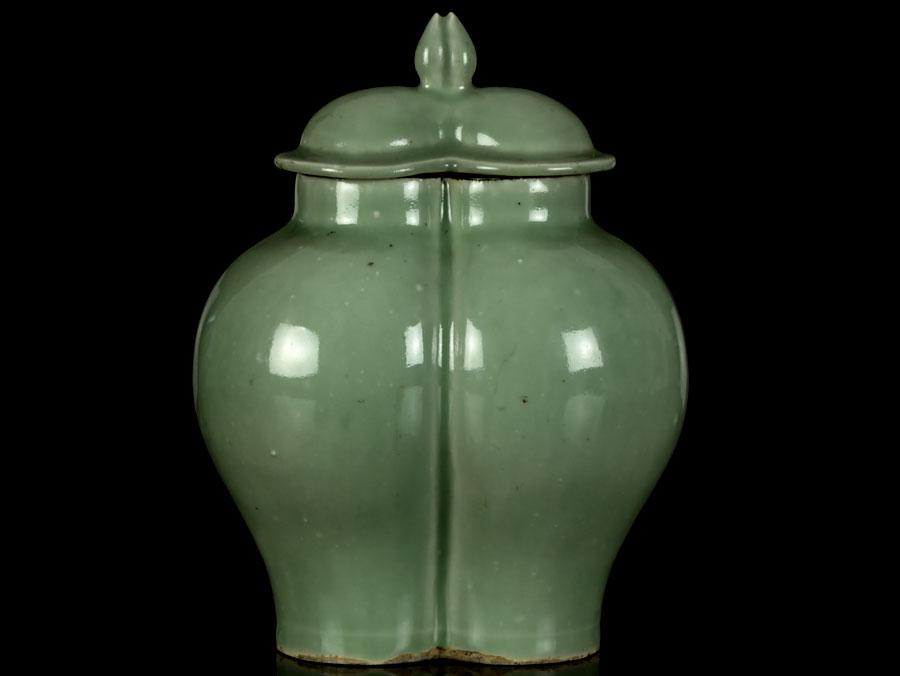 C1400 Ming Dynasty Lonquan Celadon Conjoined Lidded Jar Parade